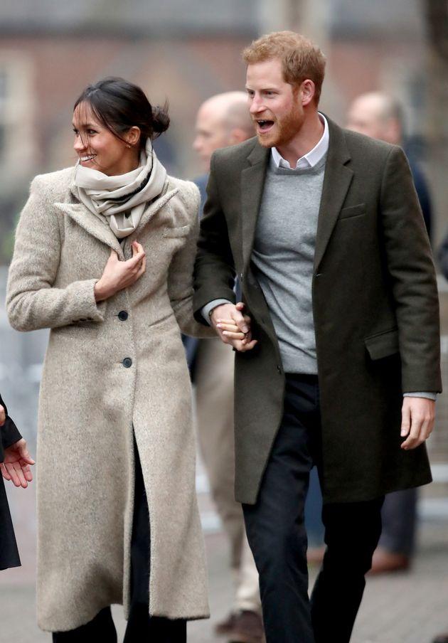 Ο πρίγκιπας Harry και η Meghan Markle έκαναν την πρώτη τους εμφάνιση για το 2018 και τα φλας πήραν