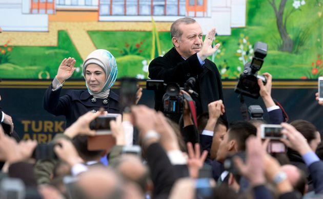 Erdogan und Ehefrau Emine bei einer Diyanet-Veranstaltung in den