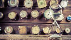 Γιατί όσο μεγαλώνουμε ο χρόνος μοιάζει να περνάει πιο γρήγορα και πώς μπορούμε να το