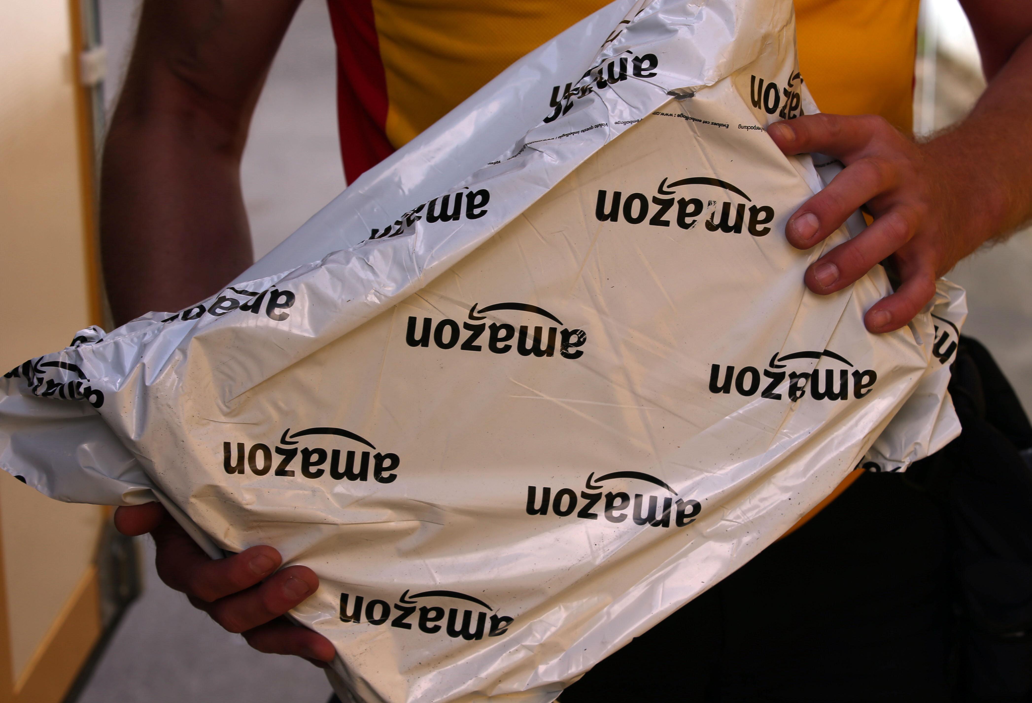 Hamburger Postbotin drückt Paket in Briefkasten – dann müssen Sanitäter anrücken