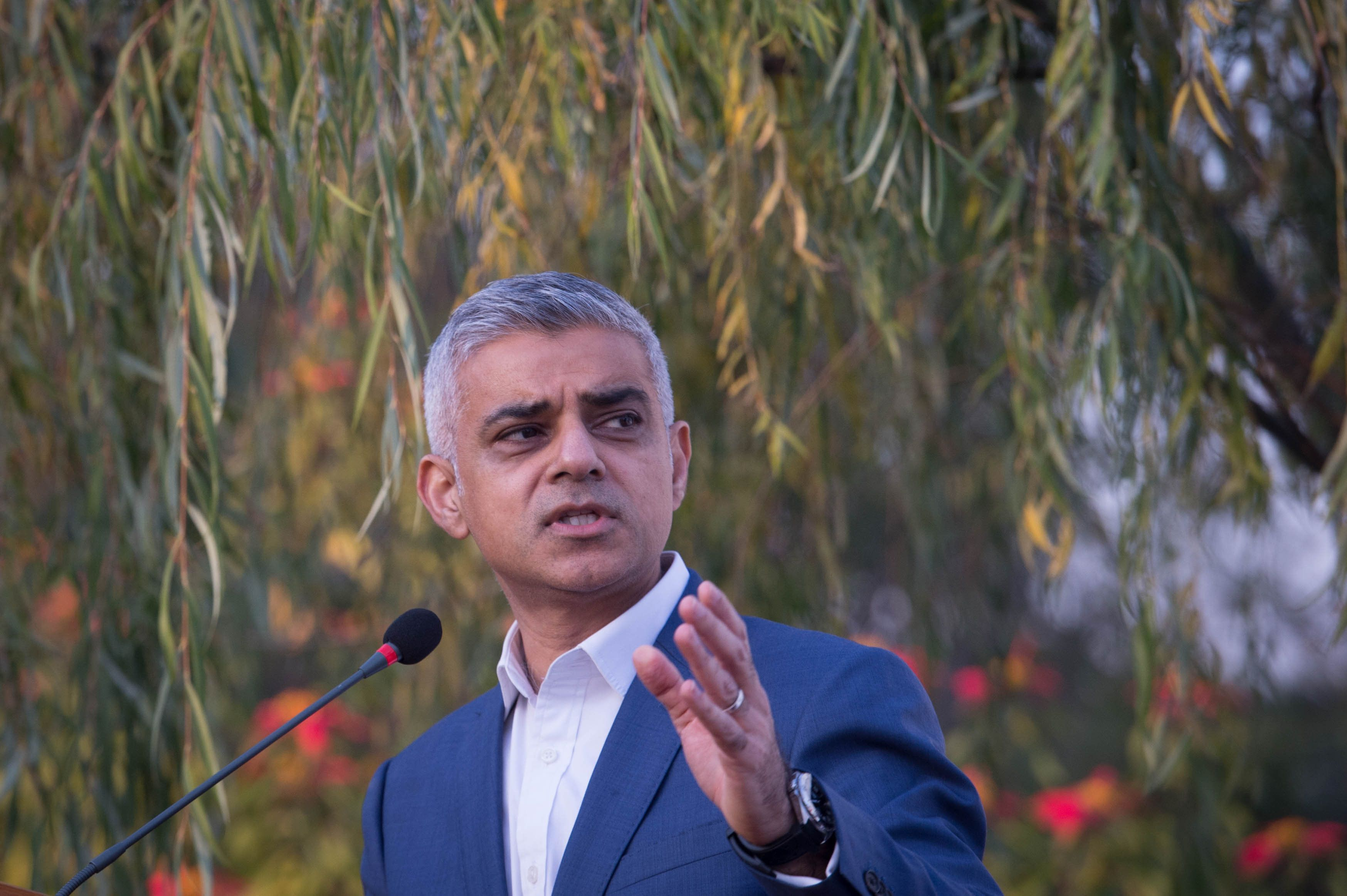 <strong>London Mayor Sadiq Khan: The biggest differences in air pollution levels according to socioeconomic status were found in the city</strong>
