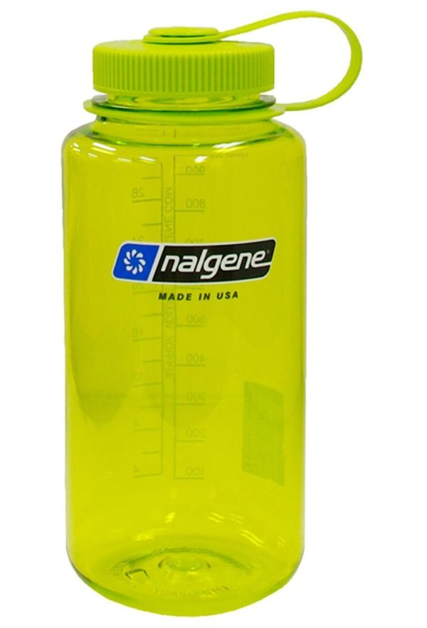 It holds 32 ounces so you won't be running to and from the water fountain all day, though we can't saythe same for your