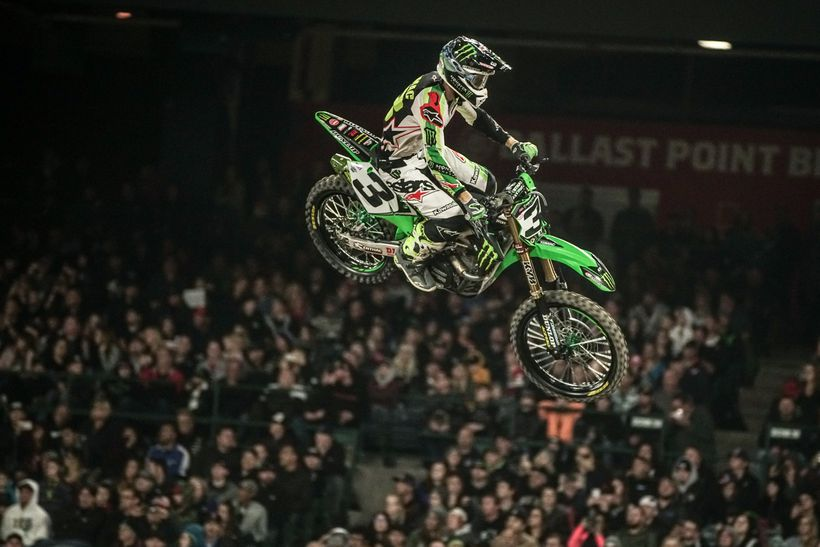 Eli Tomac lead the main event early on before disaster struck.