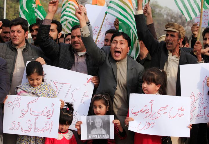 Demonstratos chant slogans to condemn the rape and murder of 7-year-old girl Zainab Ansari in Kasur, during protest in Islama