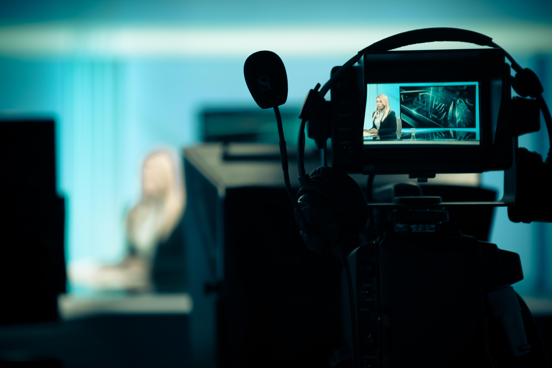 Δημοσκόπηση: Παγκόσμια δυσαρέσκεια για τη μεροληψία των ΜΜΕ. Τι πιστεύουν οι