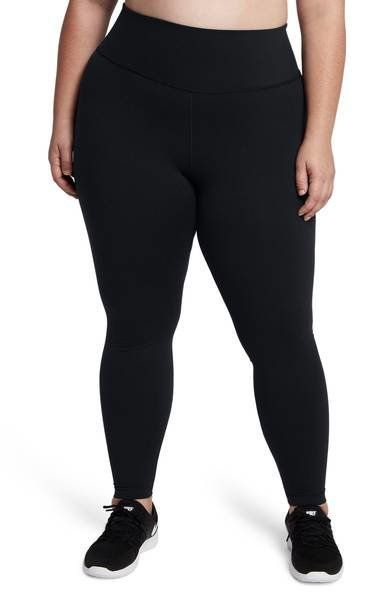 With moisture-wicking Dri-FIT fabric to help you stay dry and graduated compression to provide extra support for your glutes
