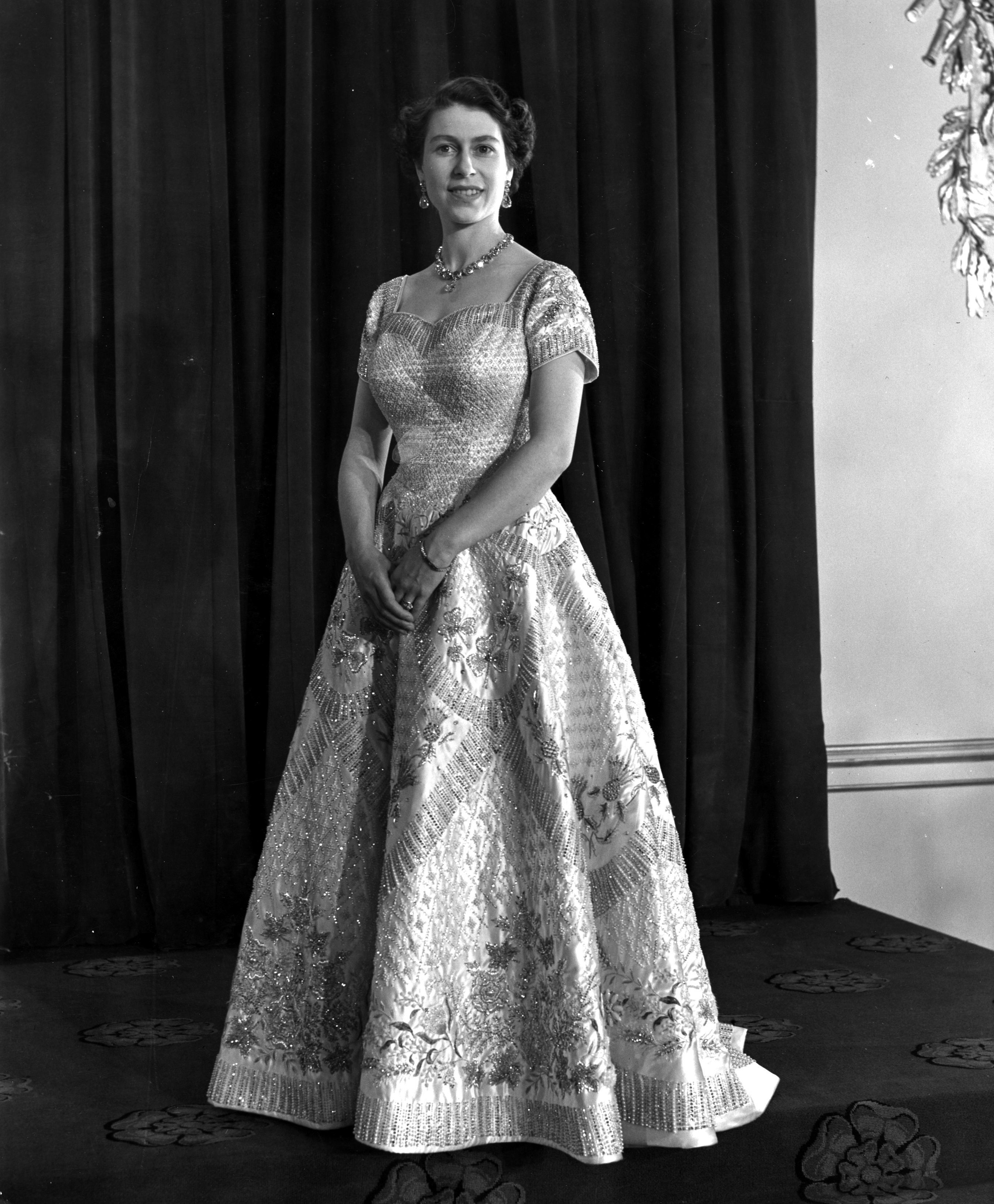 Central Press via Getty Images Queen Elizabeth's coronation gown