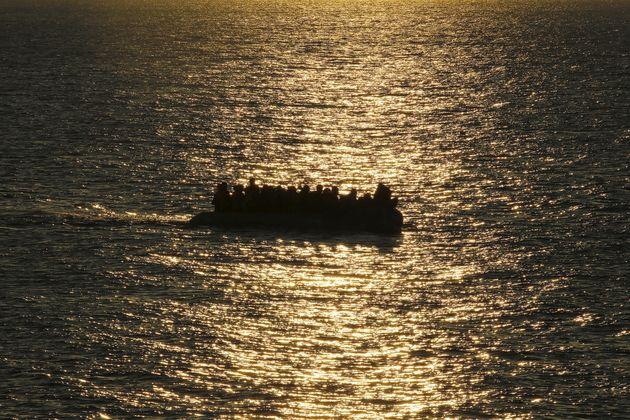 Σκάφος με 29 πρόσφυγες προσάραξε στο Ληξούρι της
