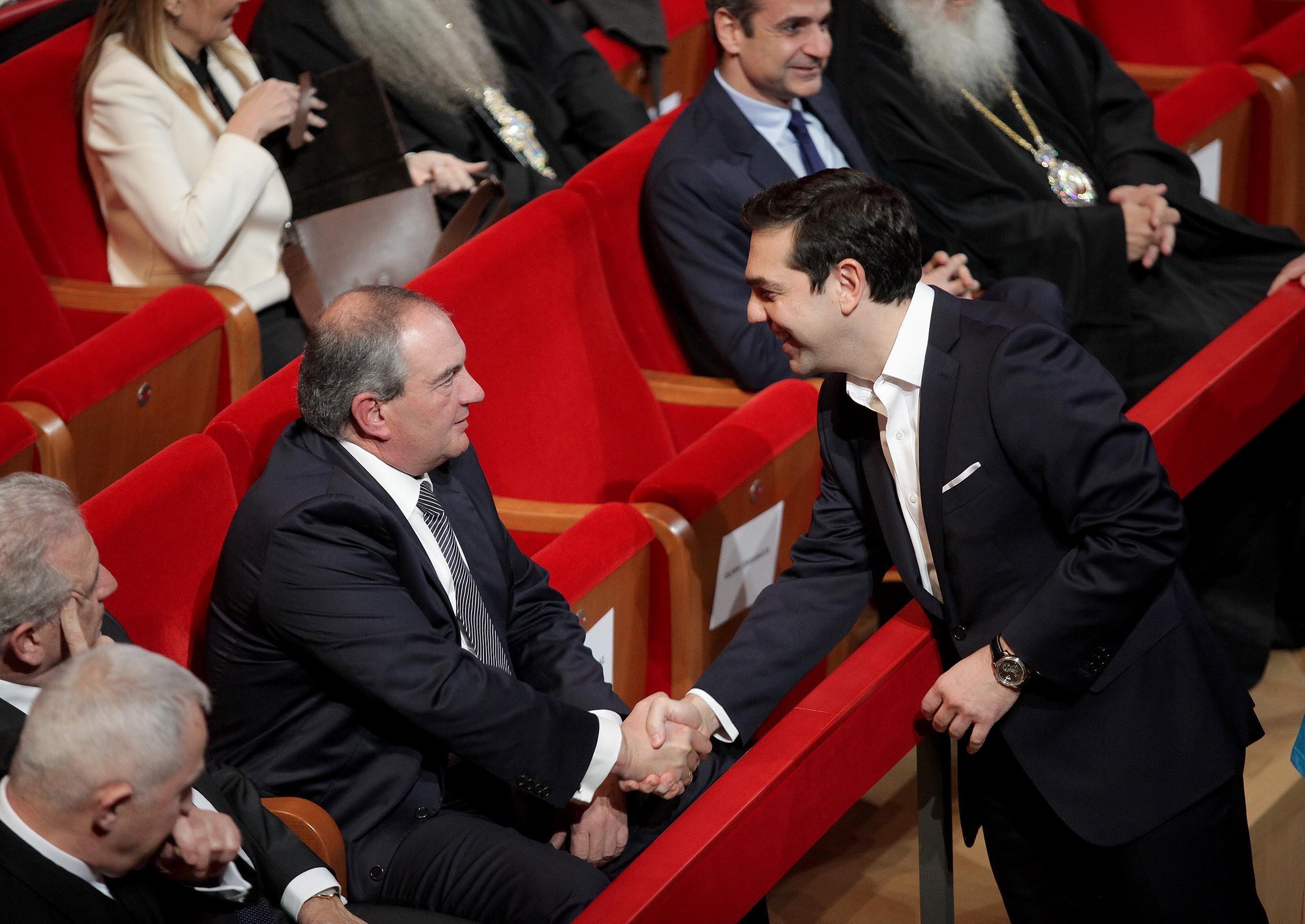 Η παρέμβαση Καραμανλή και το παρασκήνιο για τις συναντήσεις Τσίπρα-Ζάεφ στο Νταβός με άλλους