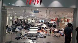 Nach Rassismus-Eklat: H&M-Filialen in Südafrika werden von Vandalen verwüstet