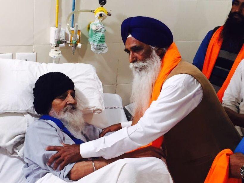 Bapu Surat Singh Khalsa with released Sikh political prisoner Waryam Singh (after serving 25 years).