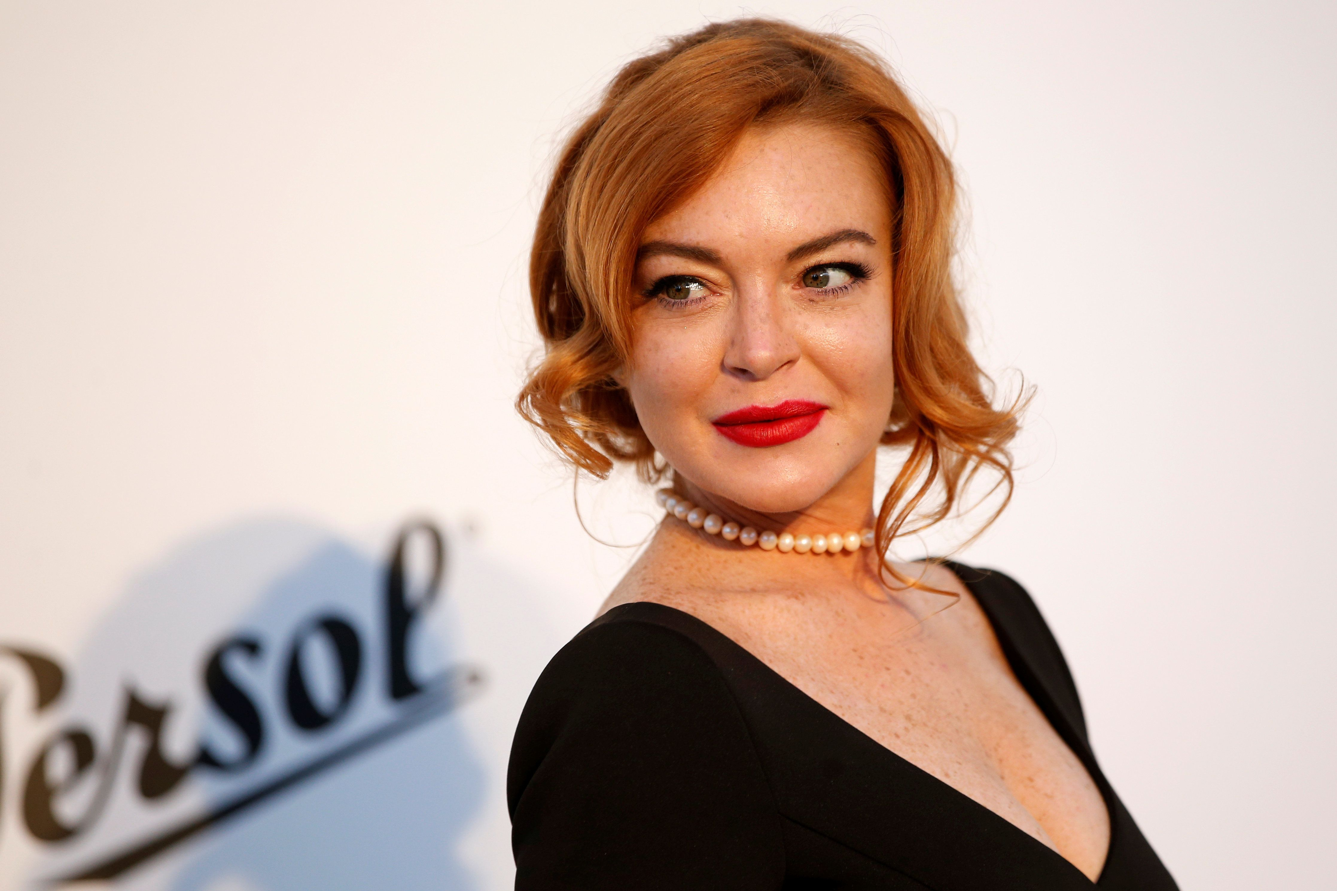 70th Cannes Film Festival – The amfAR's Cinema Against AIDS 2017 event – Photocall Arrivals - Antibes, France. 25/05/2017. Lindsay Lohan poses.       REUTERS/Stephane Mahe