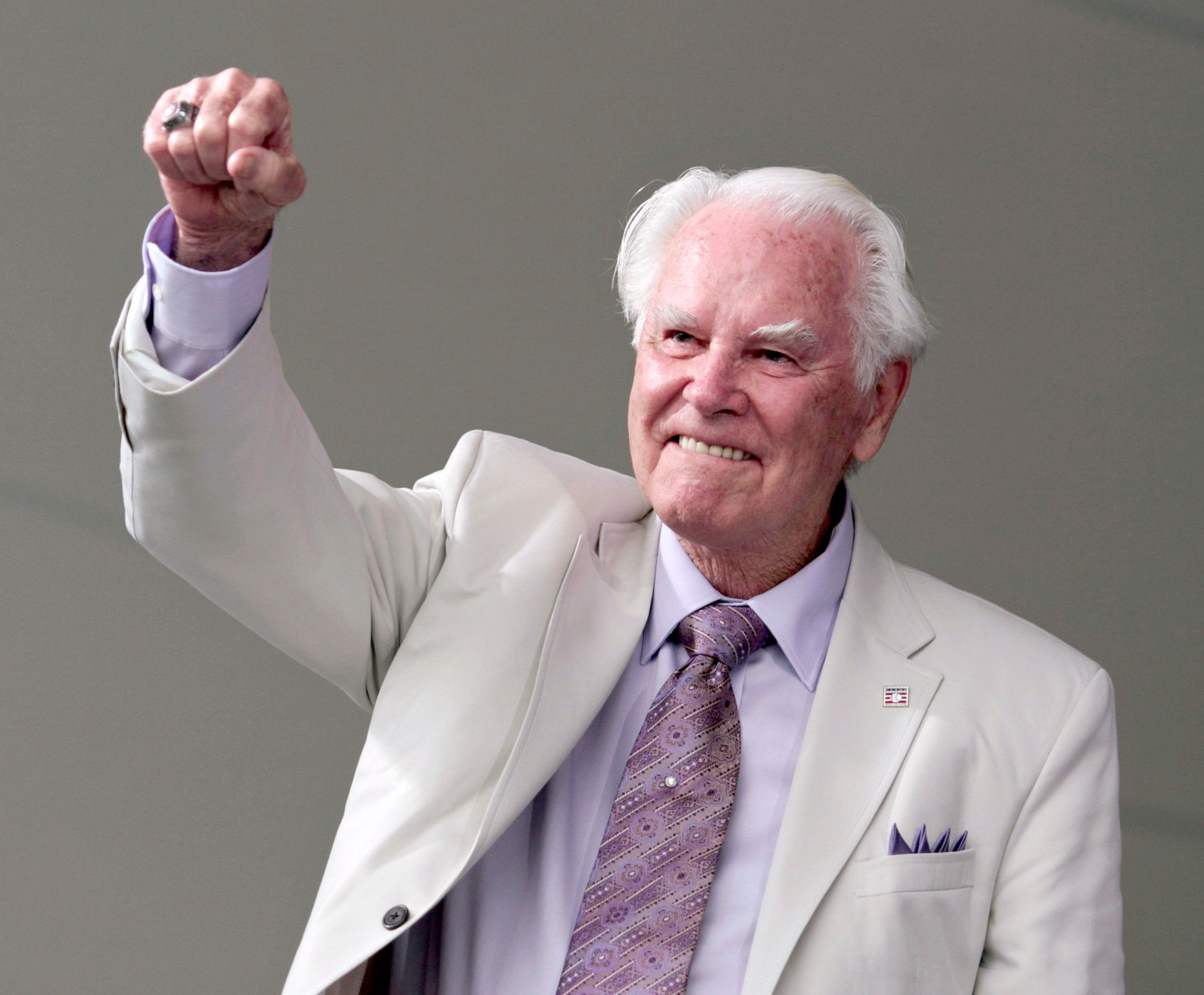 Former National League baseball umpire Doug Harvey acknowledges the crowd during National Baseball Hall of Fame induction ceremonies in Cooperstown, New York, July 25, 2010.     REUTERS/Adam Fenster  (UNITED STATES - Tags: SPORT BASEBALL)