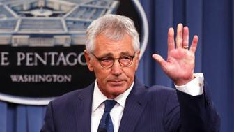 U.S. Secretary of Defense Chuck Hagel waves at the end of a news conference at the Pentagon in Washington, January 22, 2015.  Iraqi Prime Minister Haidar al-Abadi's criticism of the pace of support from the U.S.-led coalition is not helpful, Hagel said on Thursday, noting expedited U.S. arms shipments and fresh coalition efforts to support Iraq.   REUTERS/Larry Downing   (UNITED STATES - Tags: POLITICS MILITARY)