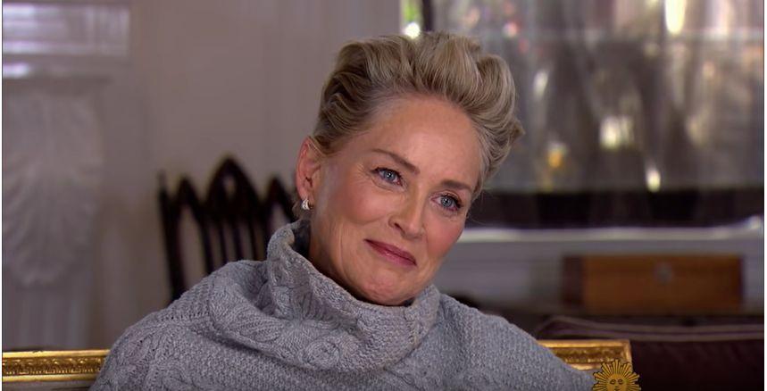 CBS demande à Sharon Stone si elle s'est déjà sentie «inconfortable» à Hollywood, elle pouffe de rire...