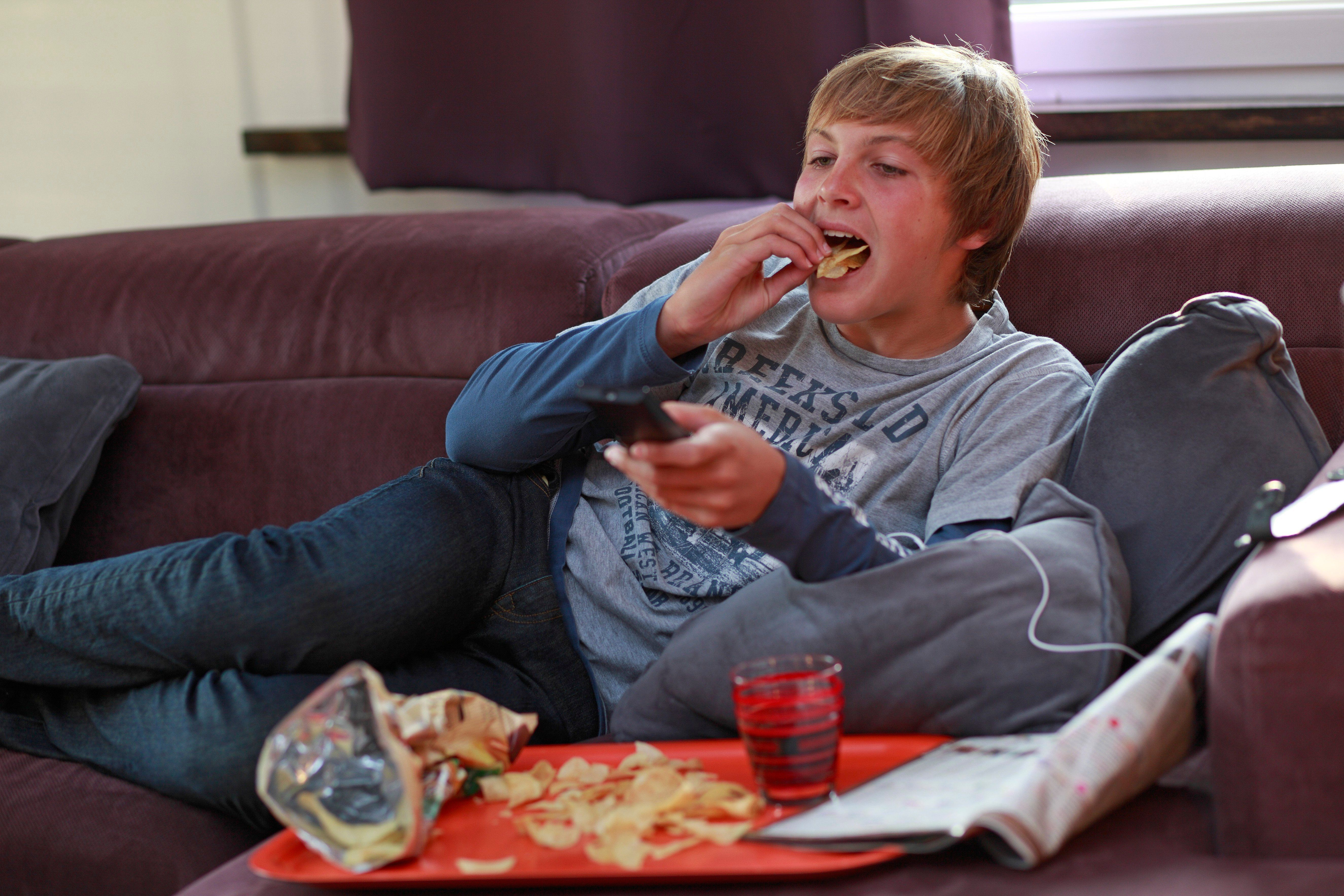 Teens Are Likely To Eat More Junk Food After Watching TV