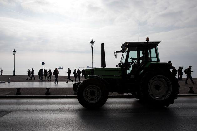 Στήνουν μπλόκο στον Ε65 οι αγρότες της