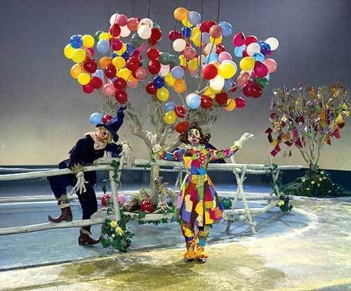 "Bobby Burgess as the Scarecrow and Doreen Tracey as the Patchwork Girl of Oz perform a musical number from  ""The Rainbow Road"