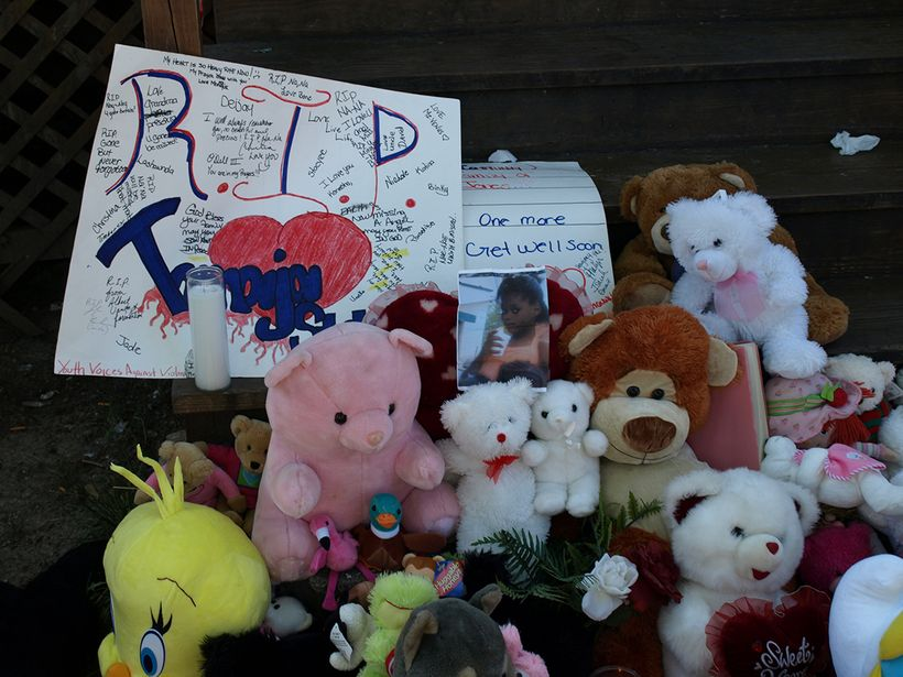 Memorials of teddy bears like this one mark the spot where Chicagoans are slain in a relentless toll of street violence. (Pho