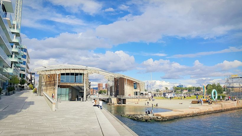 The Astrup Fearnley Museum of Modern Art and the Tjuvholmen City Beach.