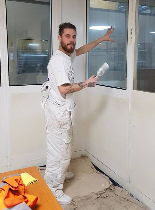 Selfless Painter And Decorator Offers Free Home Makeovers For Families Going Through Hard