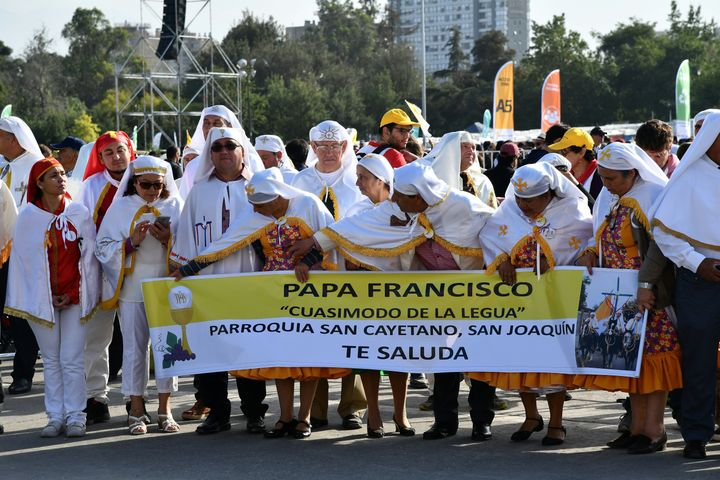 Chileans wait for Pope Francis to arrive at an open-air mass at O'Higgins Park in Santiago on January 16, 2018