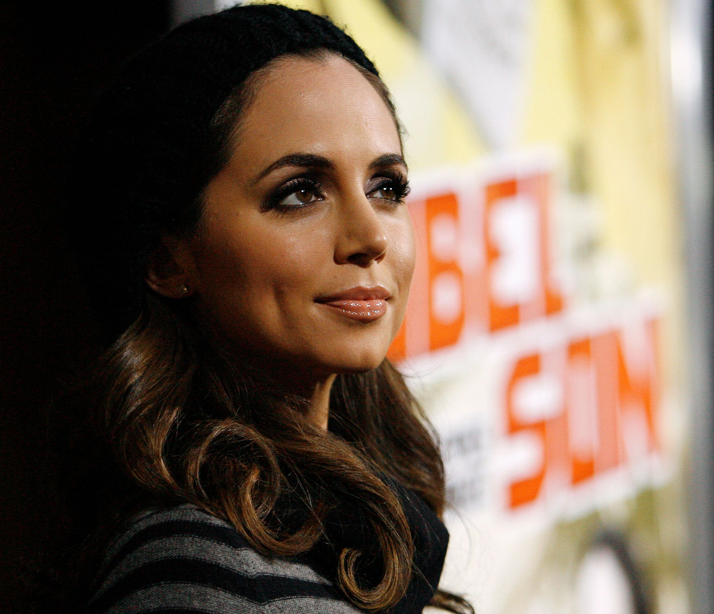 "Cast member Eliza Dushku poses at the premiere of the movie ""Nobel Son"" at the Egyptian theatre in Hollywood, California December 2, 2008. The movie releases in the U.S. on December 5.   REUTERS/Mario Anzuoni   (UNITED STATES)"