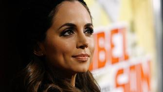"""Cast member Eliza Dushku poses at the premiere of the movie """"Nobel Son"""" at the Egyptian theatre in Hollywood, California December 2, 2008. The movie releases in the U.S. on December 5.   REUTERS/Mario Anzuoni   (UNITED STATES)"""
