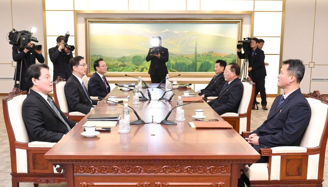 A working-level talks between the two Koreas on the North's participation in the upcoming Winter Olympics held at the Pea