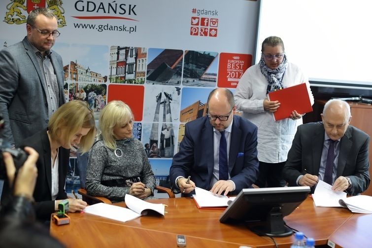 Signing the agreement for the in vitro program in Gdansk