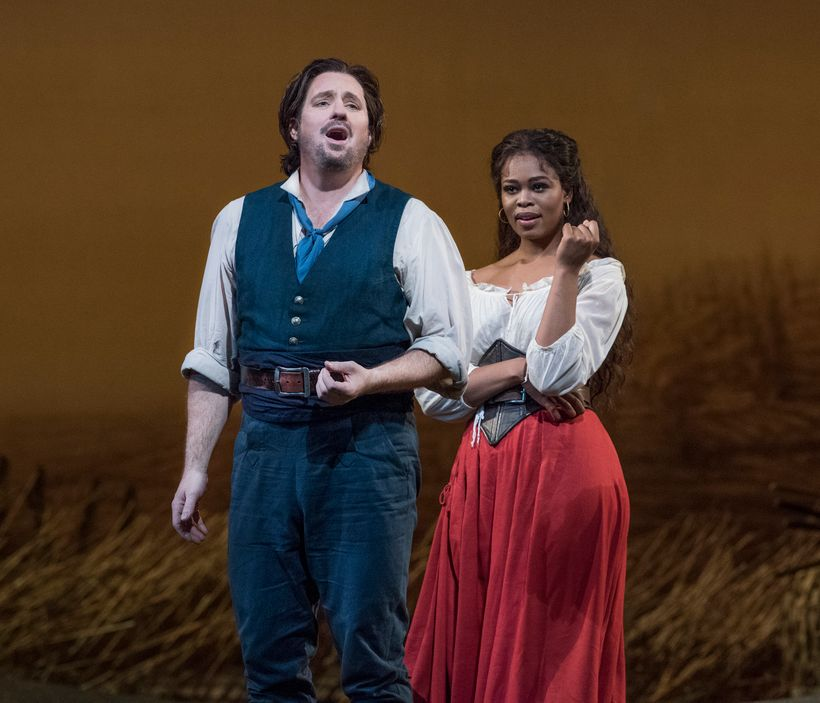 Matthew Polenzani and Pretty Yende in Donizetti's <em>L'Elisir d'Amore</em> at the Met Opera