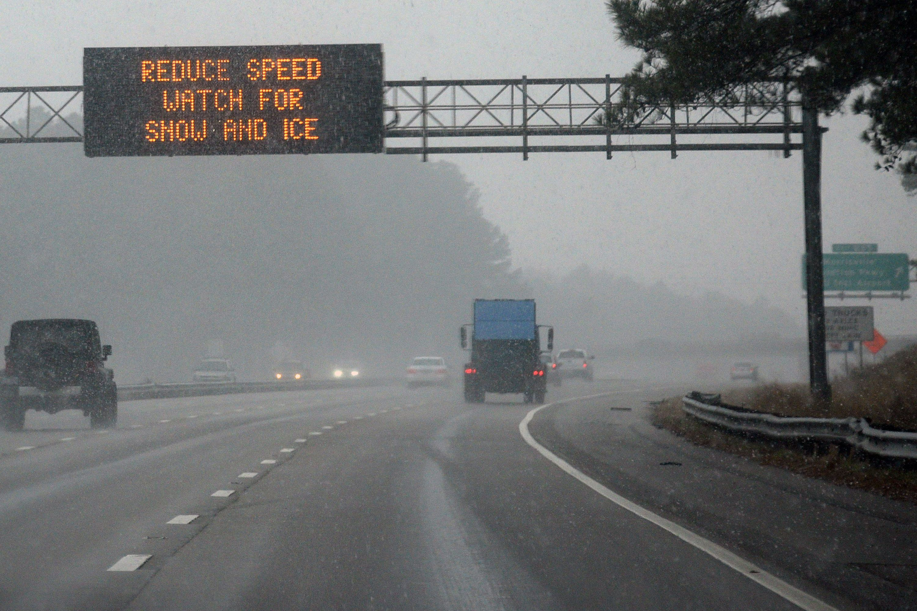 Commuters in US South cope with ice after deadly storm