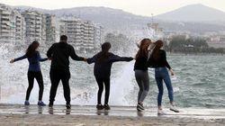 Θυελλώδεις άνεμοι στη Θεσσαλονίκη. Έπεσαν