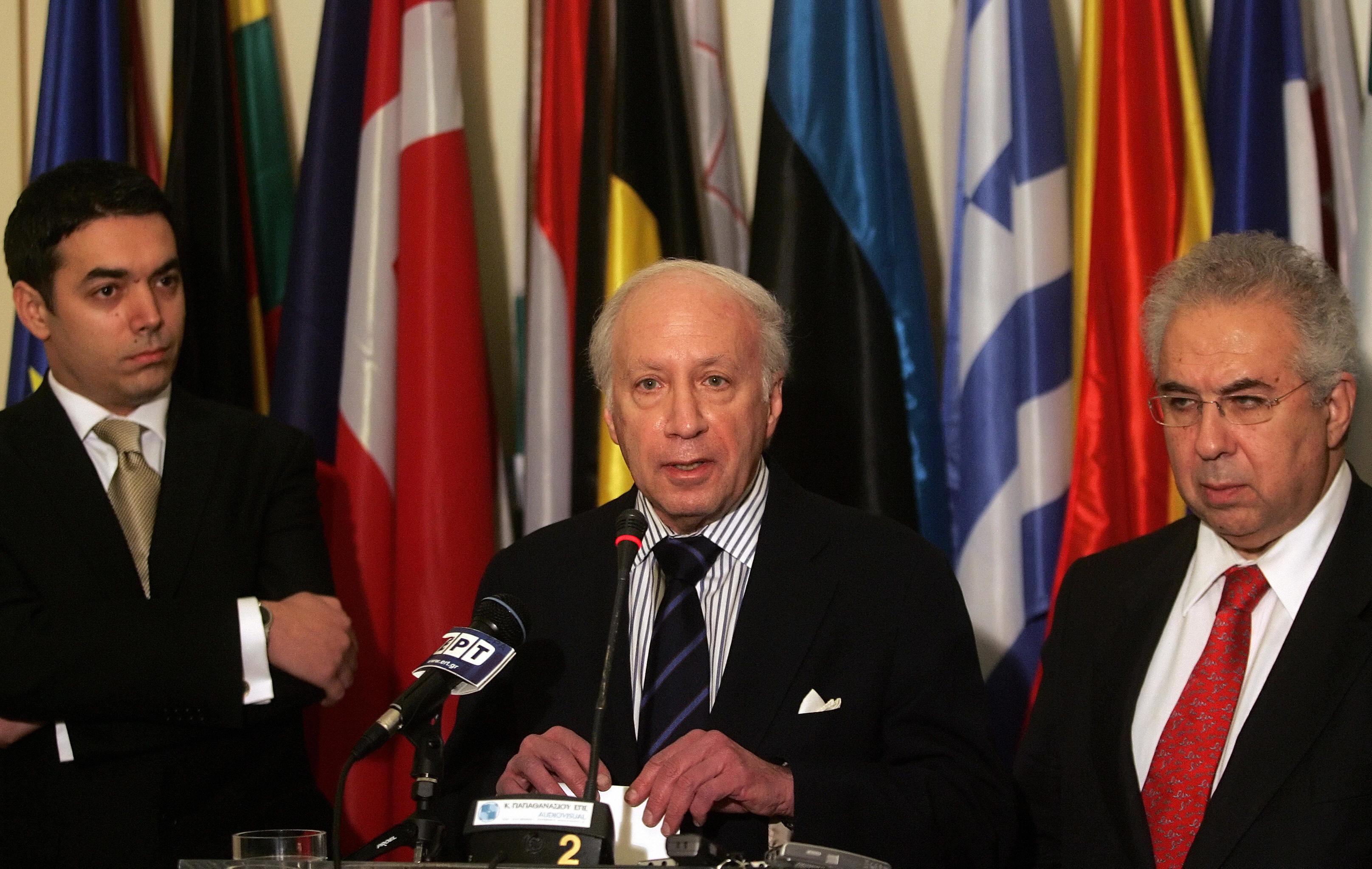 Πώς επηρεάζει η πολιτική ρευστότητα στα Σκόπια τις διαπραγματεύσεις στη Νέα Υόρκη υπό τον Μάθιου