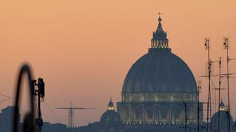 A  picture taken on 28 december 2015 from downtown Rome shows San Peter's Basilica with a light haze.  Rome and other Italian city today limit the circulation for cars to combat air pollution caused by a long period without rain and wind. / AFP / TIZIANA FABI        (Photo credit should read TIZIANA FABI/AFP/Getty Images)
