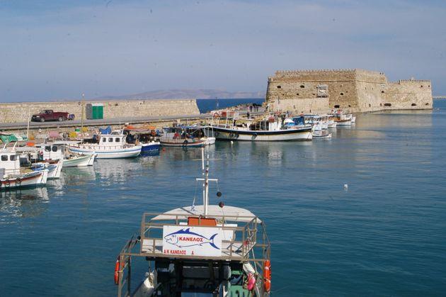 Στο λιμάνι του Ηρακλείου προσέκρουσε το «Φαιστός Παλάς» κατά τη διαδικασία