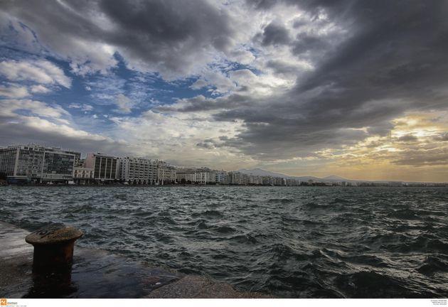 Θεσσαλονίκη: Ξηλώθηκε στέγη νηπιαγωγείου από τους ισχυρούς