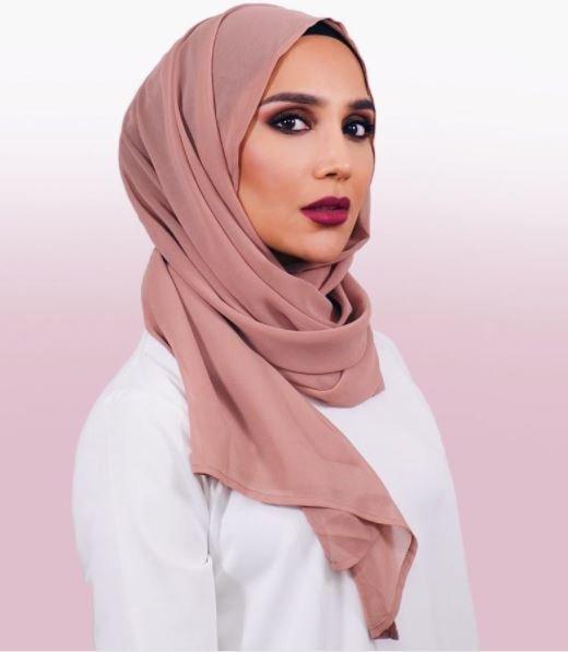 Πρωτοποριακή απόφαση από τη L'Oreal: Προσέλαβε γυναίκα με χιτζάμπ για καμπάνια