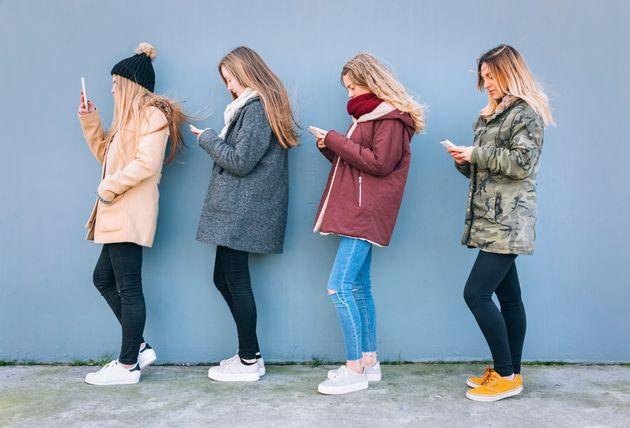 Μεταξύ 10 και 24 ετών ορίζεται η εφηβεία σήμερα λόγω βελτιωμένης υγείας και καθυστέρησης στο