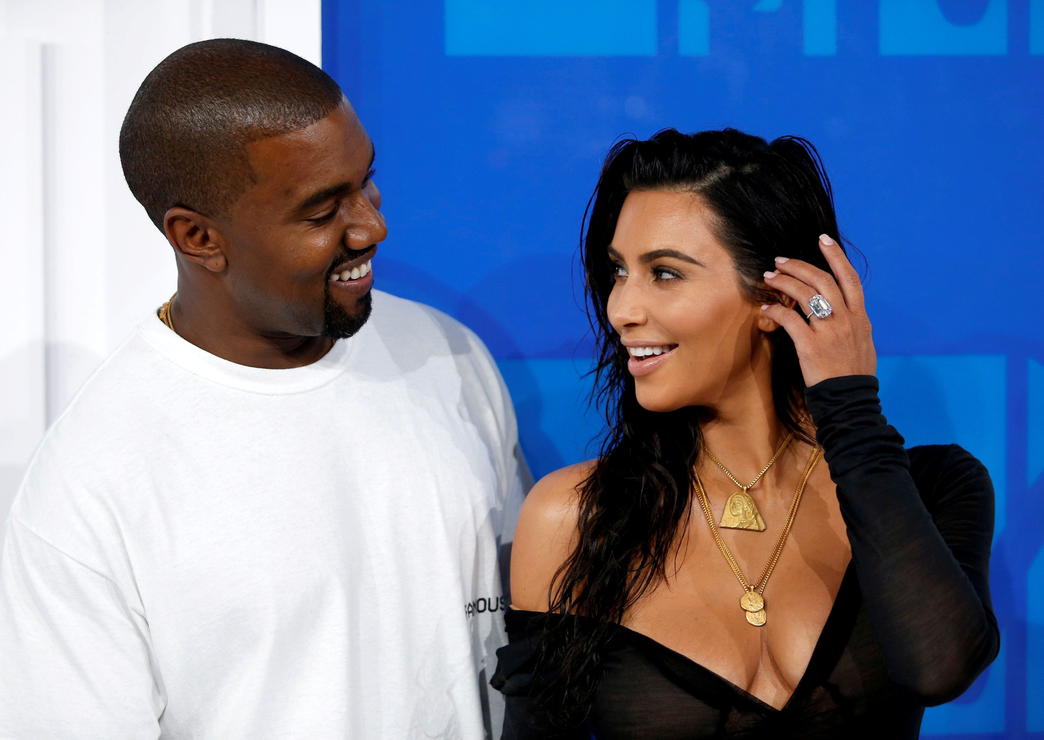 FILE PHOTO - Kim Kardashian and Kanye West arrive at the 2016 MTV Video Music Awards in New York, U.S., August 28, 2016. REUTERS/Eduardo Munoz/File Photo