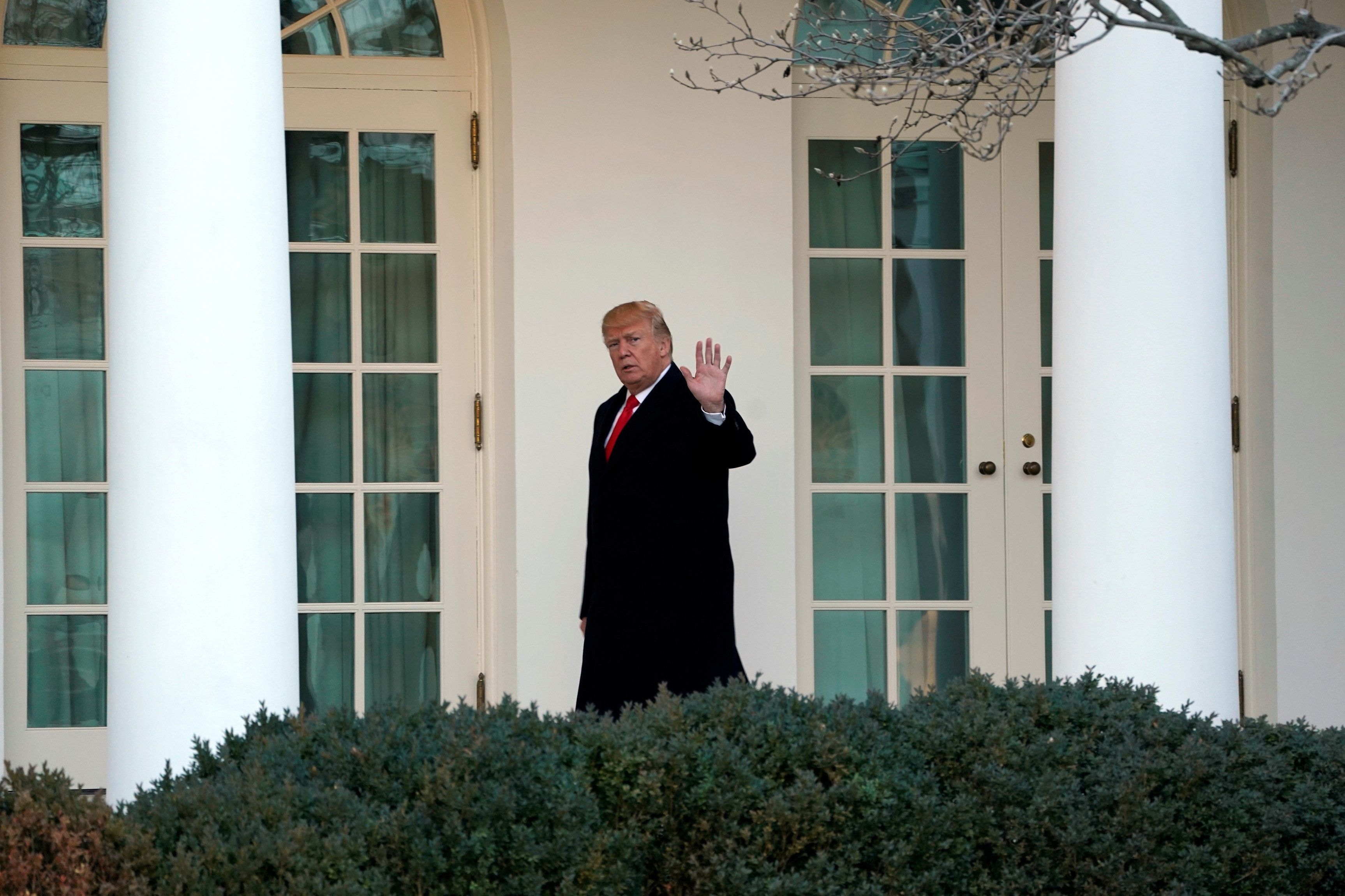 U.S. President Donald Trump waves as he walks to the Oval Office of the White House upon his return in Washington from Pittsburgh, U.S., January 18, 2018. REUTERS/Yuri Gripas