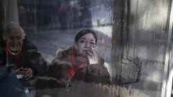 Guardian: Μείωση ρεκόρ των καπνιστών στην Ελλάδα τα τελευταία
