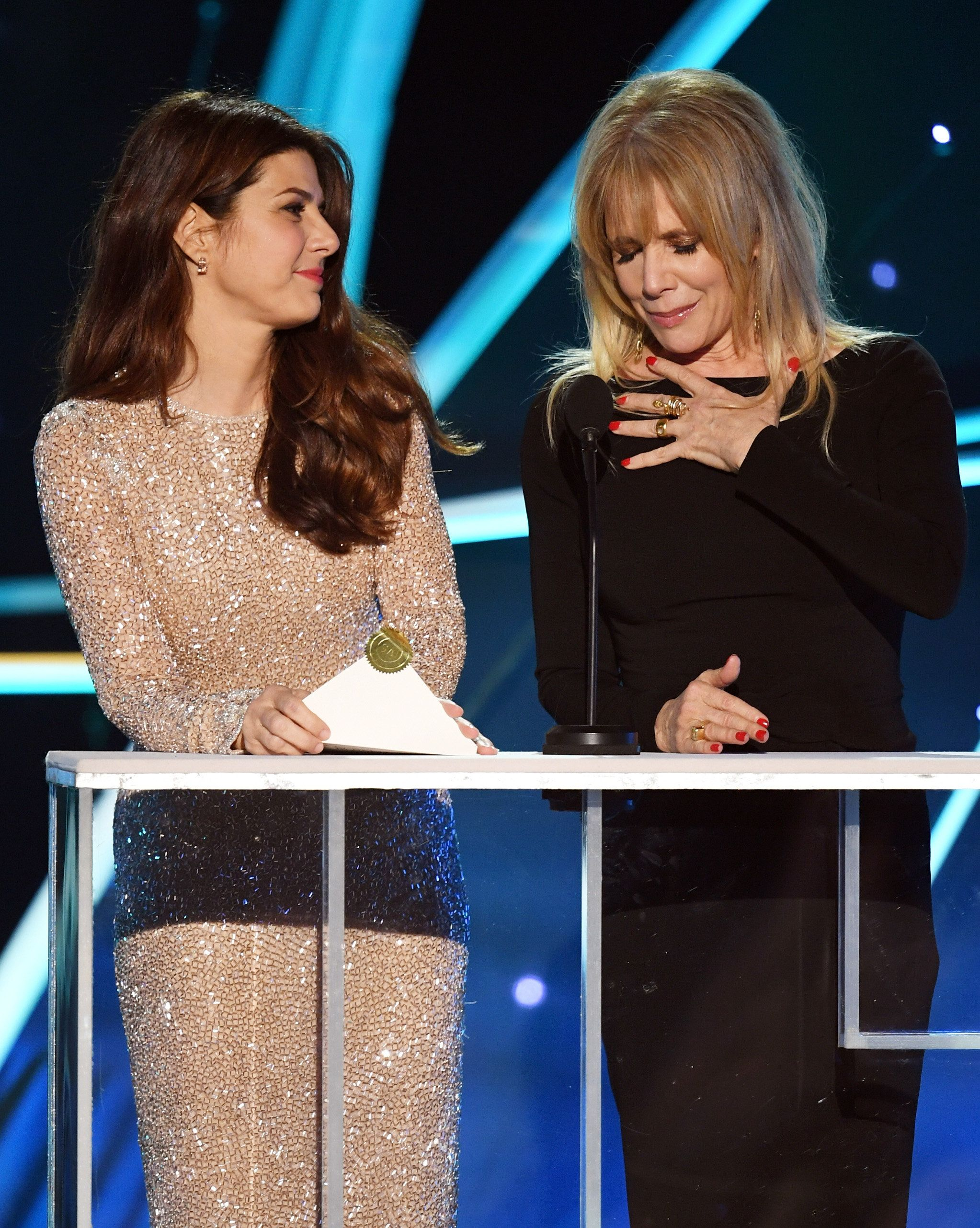 Marisa Tomei and Rosanna Arquette speak onstage at the 2018 SAG Awards.