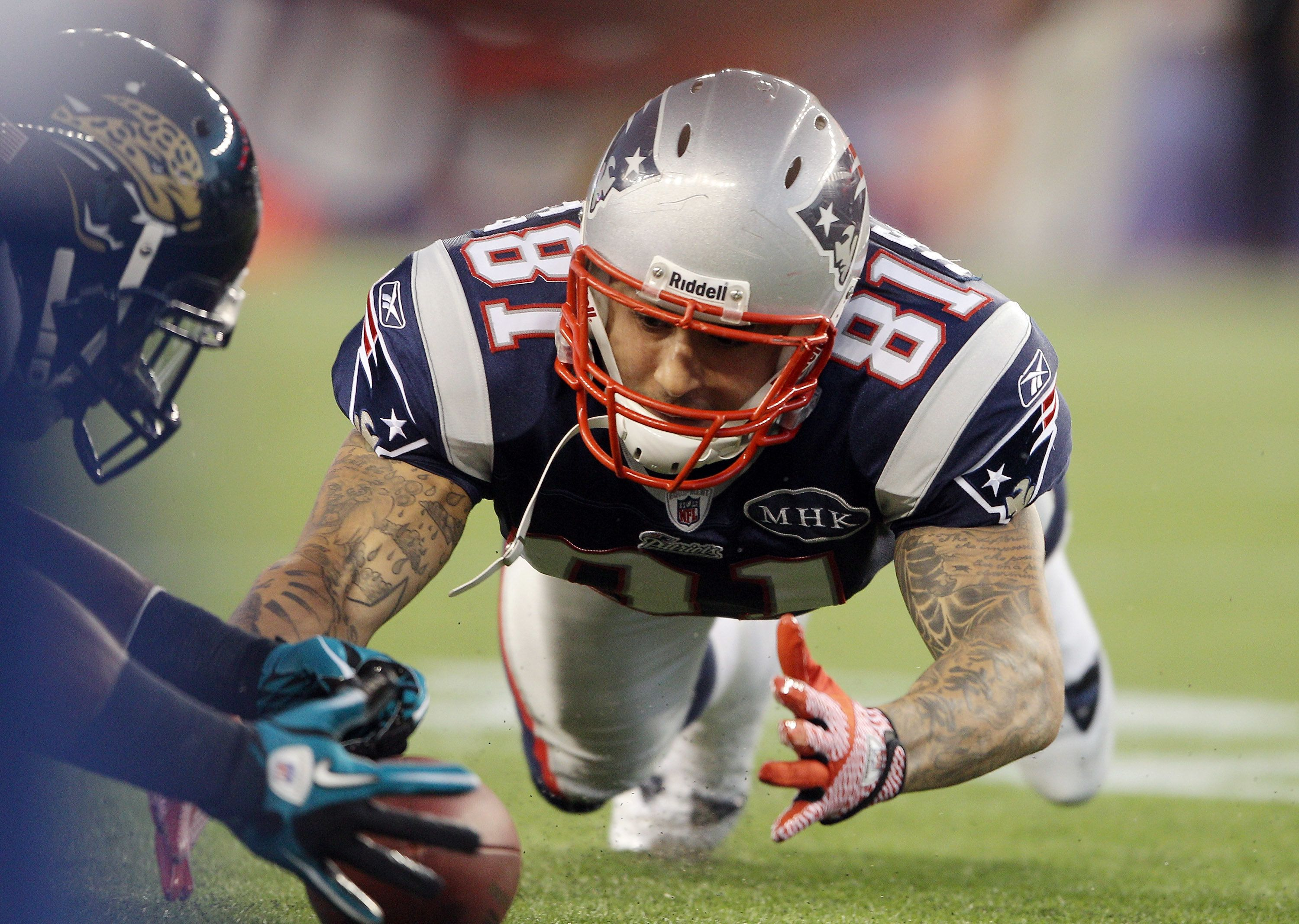 Boston TV station uses Aaron Hernandez photo in tweet about Patriots' win