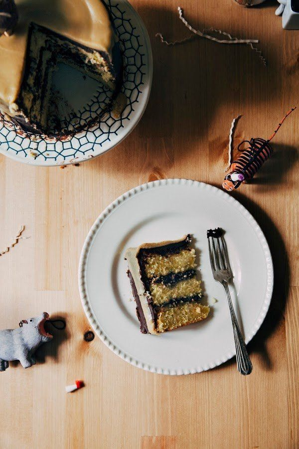 "<strong>Get the <a href=""http://www.hummingbirdhigh.com/2015/06/boozy-yellow-birthday-cake-with.html"" target=""_blank"">Boozy Y"