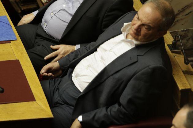 Συνεργάτες του πρώην πρωθυπουργού Κ. Καραμανλή σχετικά με δημοσιεύματα τελευταίων