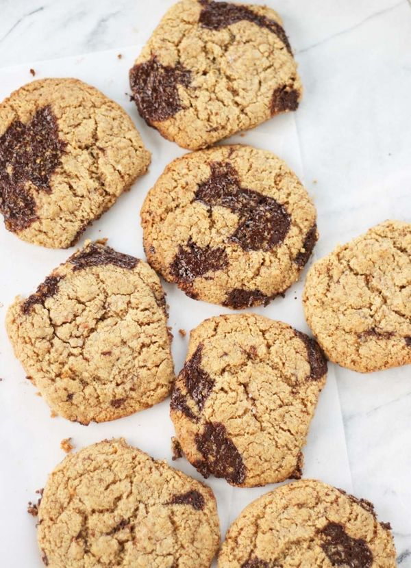 """<strong>Get the <a href=""""http://vegukate.com/post.php?s=2017-09-14-salted-cashew-butter-chocolate-chunk-cookies"""" target=""""_bla"""