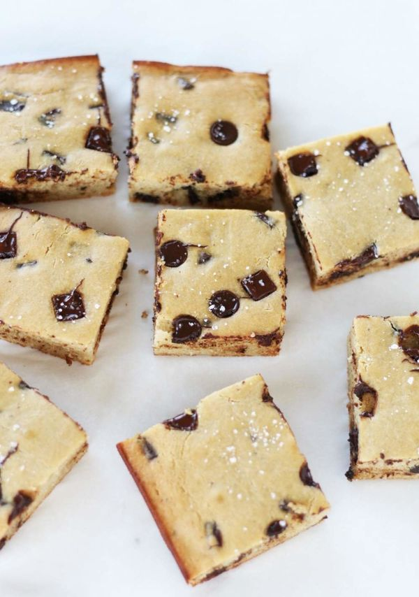 """<strong>Get the <a href=""""http://vegukate.com/post.php?s=2017-12-10-flourless-cashew-butter-salted-chickpea-blondies"""" target="""""""