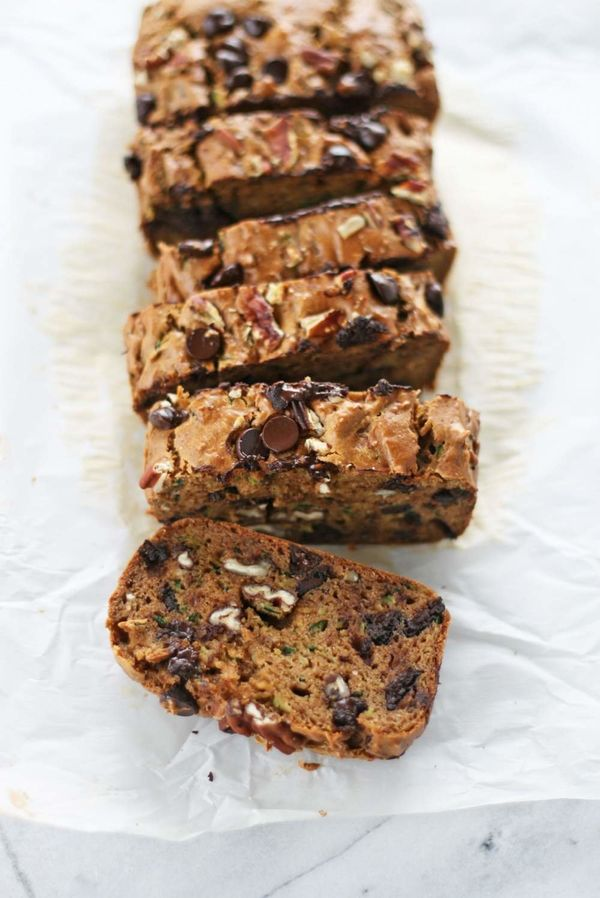 """<strong>Get the <a href=""""http://vegukate.com/post.php?s=2017-08-13-flourless-peanut-butter-and-chocolate-chip-zucchini-bread"""""""