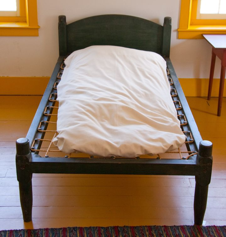 This antique Shaker-style bed uses a rope lattice support.